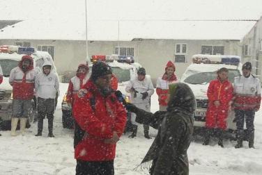 امدادرسانی هلال احمر گیلان به ۳۰ نفر در مسیر اسالم به خلخال