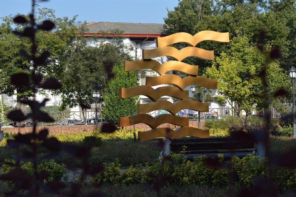 توسط منطقه دو شهرداری رشت انجام شد؛ نصب إلمان کتاب در پارک شهر رشت
