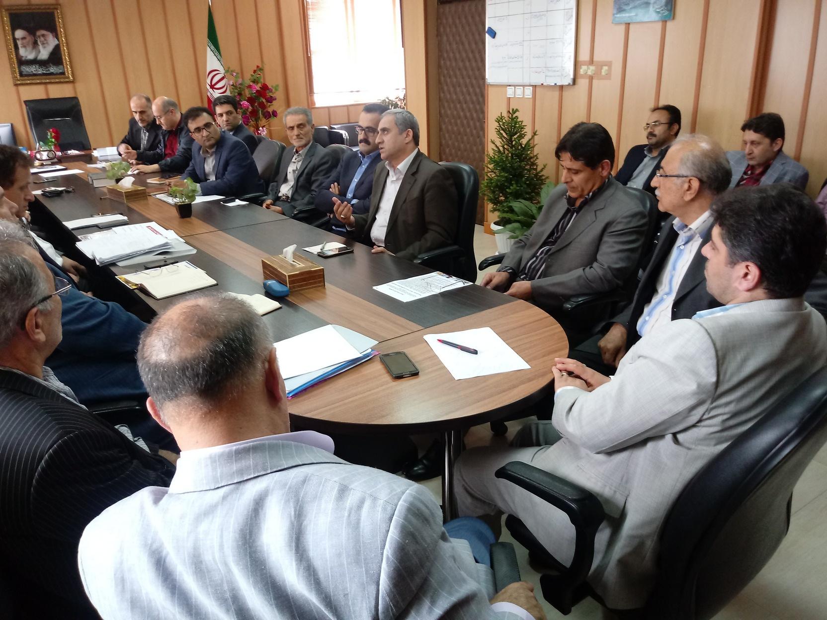 در نشست با مدیران واحدهای صنعتی وتجاری استان مطرح شد:  استراتژی کلان بر حمایت از تولیدات صادرات محور و دانش بنیان است