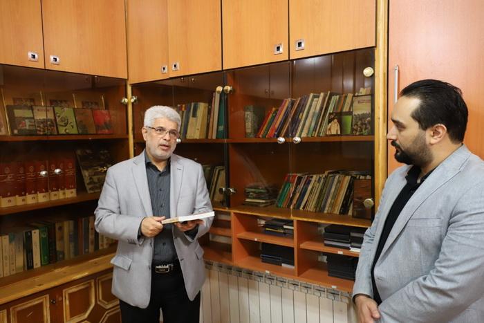 بازدیدرییس کمیسیون فرهنگی اجتماعی از کتابخانه روابط عمومی شورا