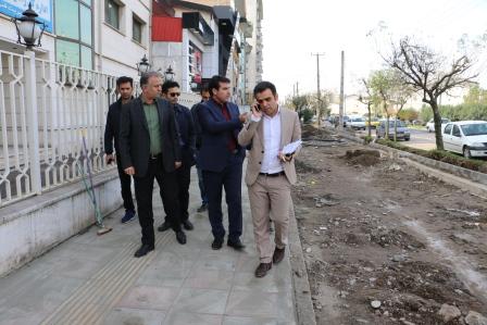 شهردار منطقه یک رشت از تعریض پیاده رو و احداث باند کندروی لاین گلباغ نماز خبر داد