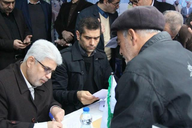 برپایی میز خدمت شهرداری و شورای اسلامی رشت در نمایشگاه دستاوردهای انقلاب اسلامی