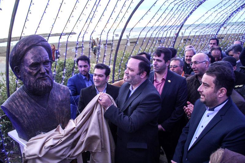 آیین رونمایی از پنج سردیس مفاخر گیلانی در میدان مشاهیر منطقه آزاد انزلی برگزار شد