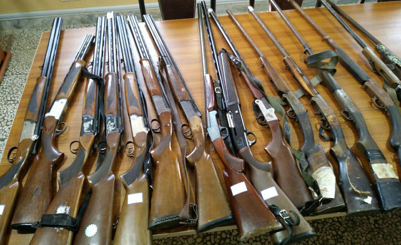 تحویل ۱۶قبضه سلاح شکاری قاچاق به مراجع ذیصلاح پس از صدور حکم قضایی