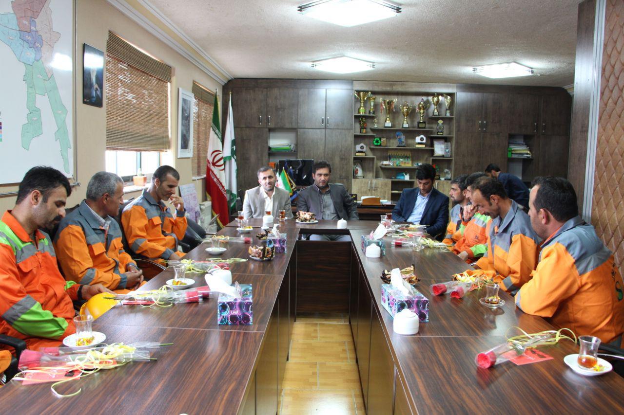 مراسم تجلیل ازپاکبانان نمونه شهرداری رشت به مناسبت روز جهانی کار و کارگر
