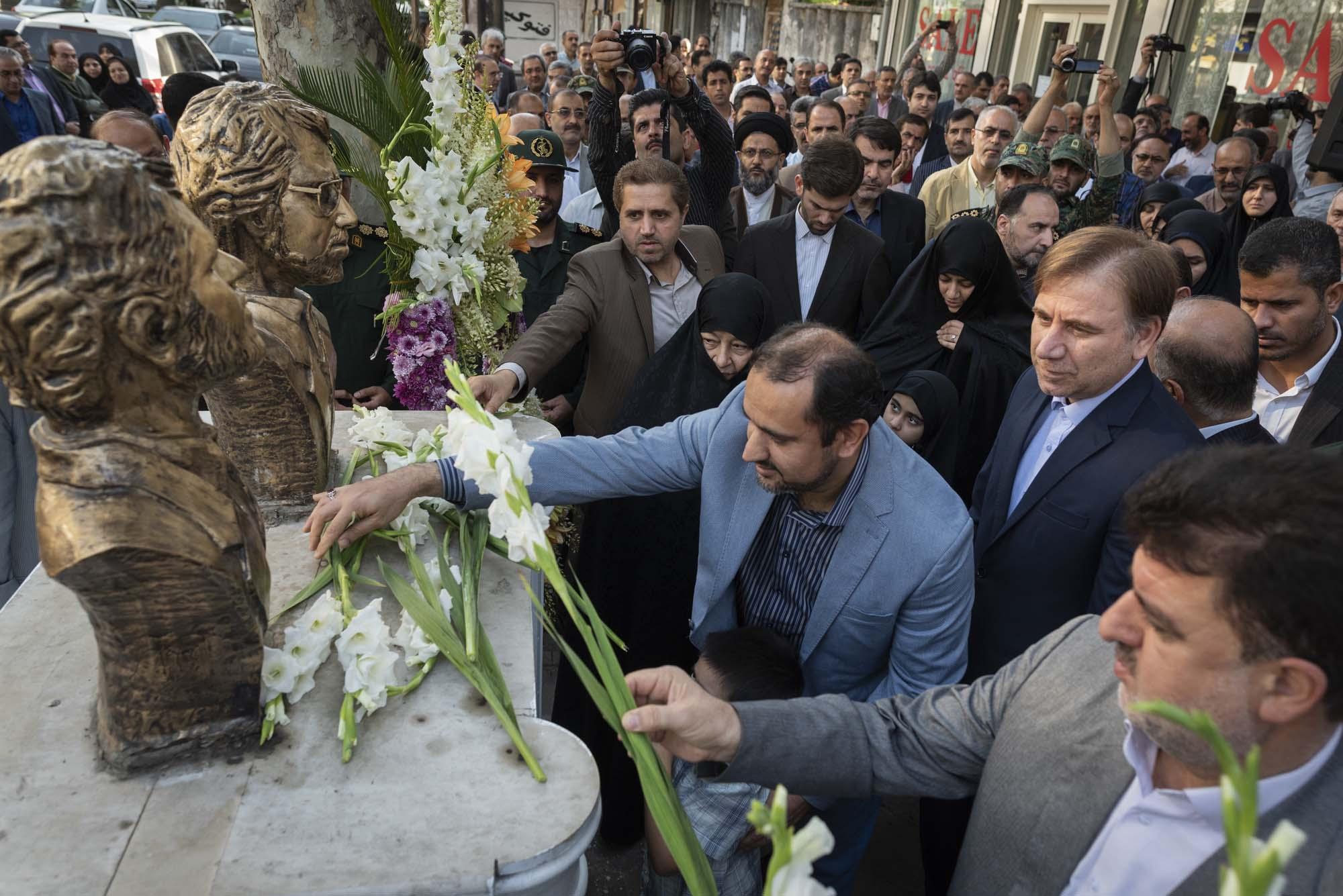 گلباران محل شهادت شهیدان انصاری و نورانی در رشت با حضور سرپرست استانداری گیلان