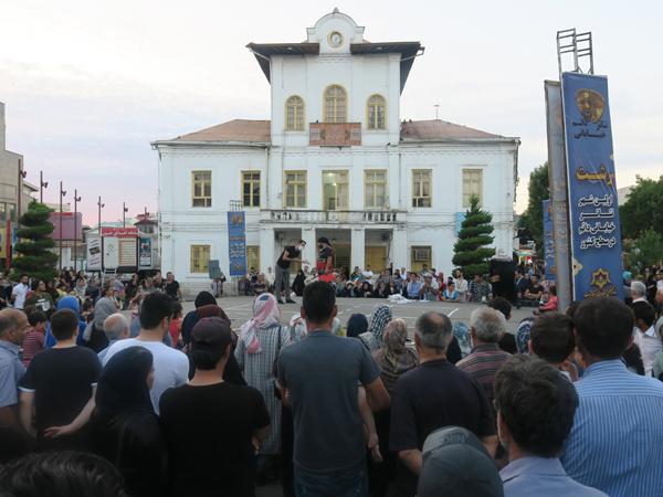 اجرای تئاتر خیابانی«منم آرش» در چهاردهمین هفته از فصل دوم پروژه تئاتر خیابانی دائم