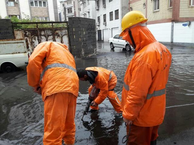 گزارش تصویری آماده باش ۴۸ ساعته نیروهای خدمات شهری همزمان با بارش باران