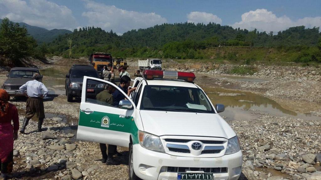 برخورد قاطع یگانحفاظت محیطزیست گیلان با تخریبکنندگان محیطزیست و متخلفین برداشت شن و ماسه در رودخانههای استان