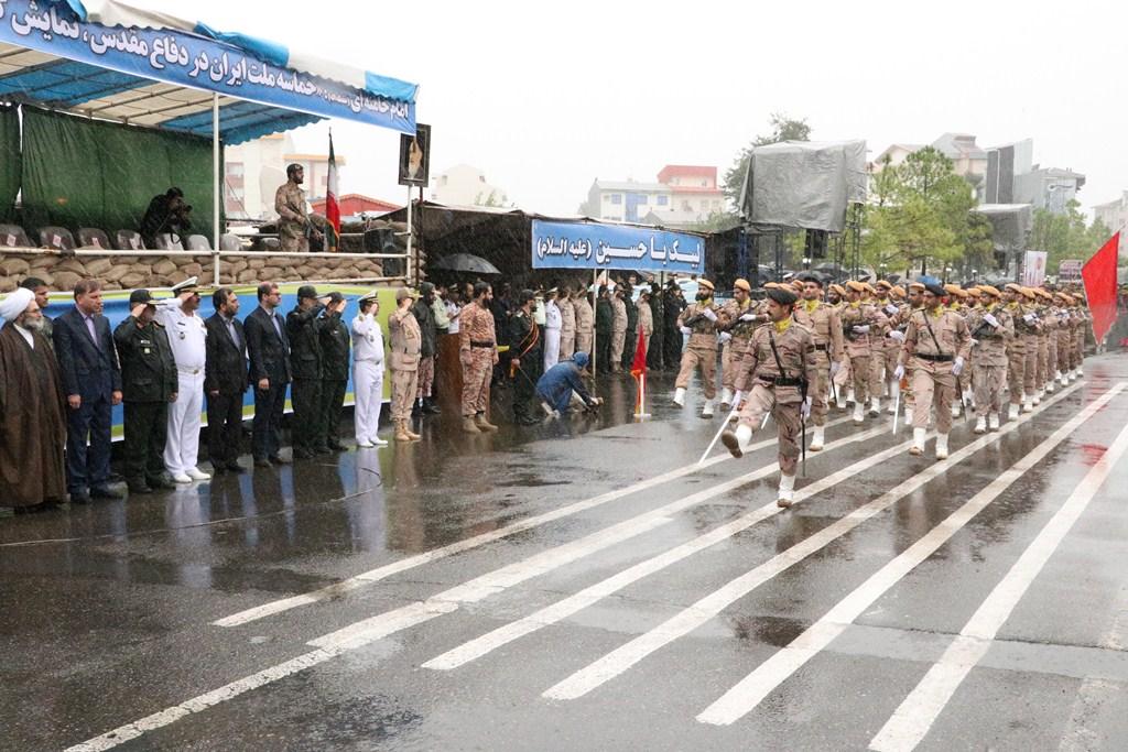 همزمان با نخستین روز از هفته دفاع مقدس؛مراسم رژه نیروهای مسلح با حضور استاندار گیلان در رشت برگزار شد