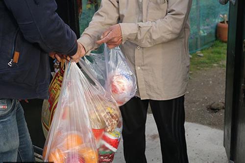 مدیرکل کمیته امداد گیلان خبر داد:  اهداء سبد غذایی به ایتام در شب یلدا