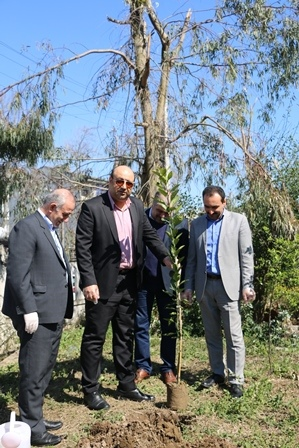 غرس نهال در اداره کل حفاظت محیط زیست گیلان به مناسبت روز درختکاری