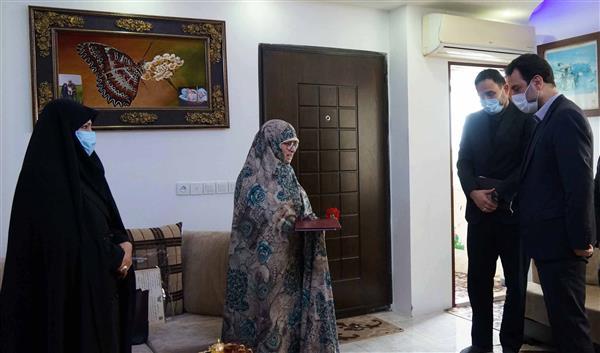 مدیر عامل شرکت برق منطقه ای گیلان با خانواده های معظم شهدا دیدار کردند