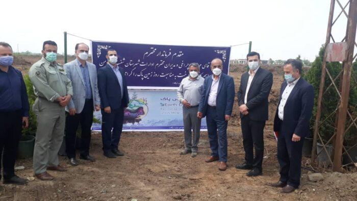 درختکاری و پاکسازی جاده مواصلاتی در روز زمین پاک با حضور فرماندار و مسئولین شهرستان شفت