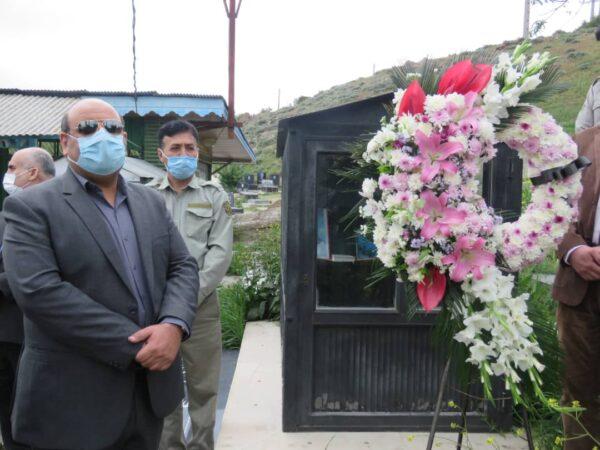 ادای احترام مدیرکل و محیط بانان حفاظت محیط زیست گیلان به مقام شامخ شهید ناصر پیروی