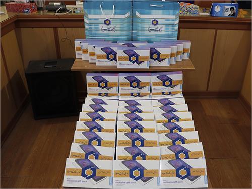 اهداء ۴۰ دستگاه تبلت توسط بانک سینا به دانش آموزان تحت پوشش کمیته امداد گیلان